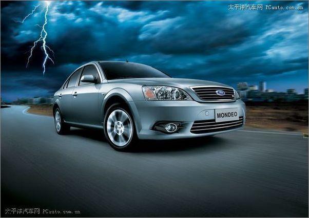 主动安全:两款2.0L车型只配备ABS+EBD;两款2.3L车型增加了TCS、DSC以及电控辅助制动系统。全系车都没有配备ESP。   被动安全:除顶级版2.3L旗舰型外,马自达6其它车型均配备双气囊;顶级版增加了正副驾驶席侧面气囊和前后排气帘安全性分析:   马自达6号称有同级车中最短的制动距离;与老款马自达6相比,新款车型的B柱钢板厚度有所强化,并在车身框架上追加了强化件。   长安福特蒙迪欧