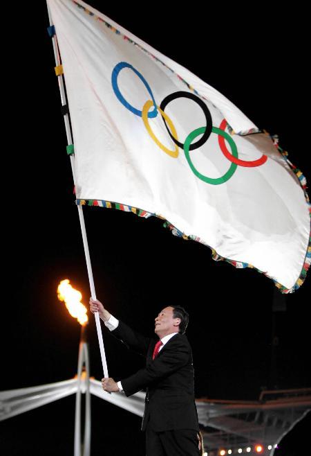 2004年8月29日 雅典奥运会闭幕 北京接过奥运五环旗