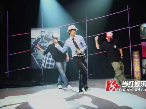 林俊杰一曲《小酒窝》独霸中国歌曲排行榜、全球华语排行榜、