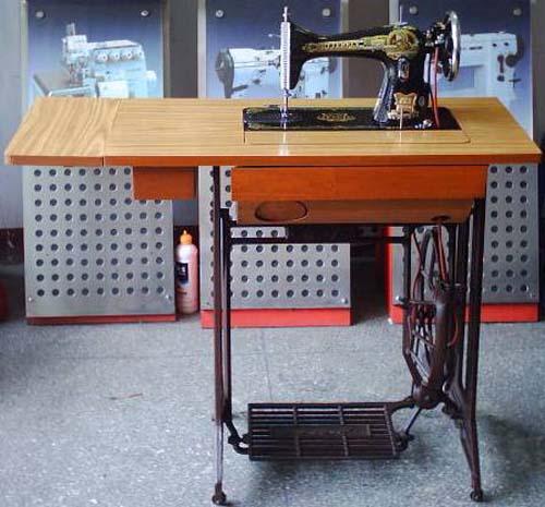 这个可是蝴蝶牌缝纫机,当时是多少女孩子梦寐以求的嫁妆!