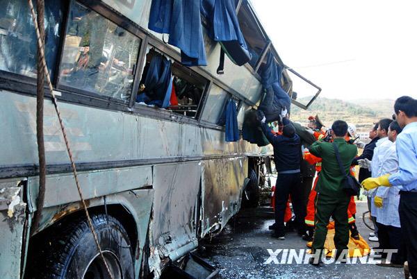 四川大客车在贵州翻车 9人死亡3人受伤