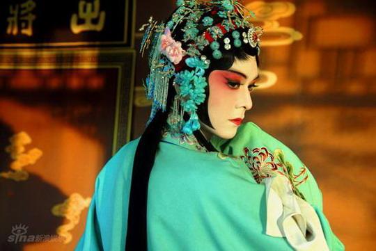 《红楼梦》曝新剧照 反串造型艳比《梅兰芳》
