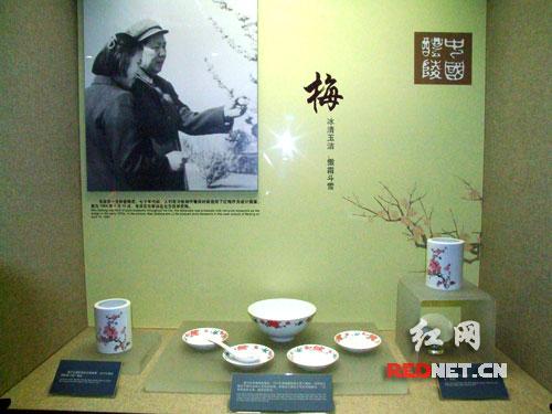 毛泽东遗物馆中陈列着毛泽东生前曾使用过的各种瓷器。
