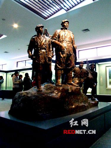 毛泽东遗物馆中摆放的部分雕塑亦是一道亮丽风景。