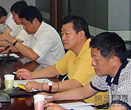 南京江宁区纪委调查房产局长抽天价烟事件
