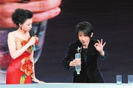 刘谦否认春晚魔术被破解 称董卿不是托儿图片