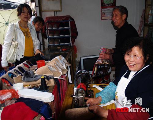 洪江区订单式家庭手工作坊促下岗妇女再就业(