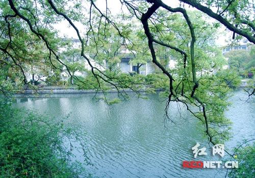 东山书院风景秀丽年仅16岁的毛泽东当年就曾在此写下了磅礴大气的诗句