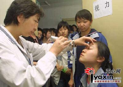 高考女生:请让女医生为我们体检(图)_教育频道