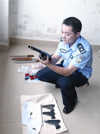 荷枪实弹在宾馆开赌场 长沙警方抓了43个名声