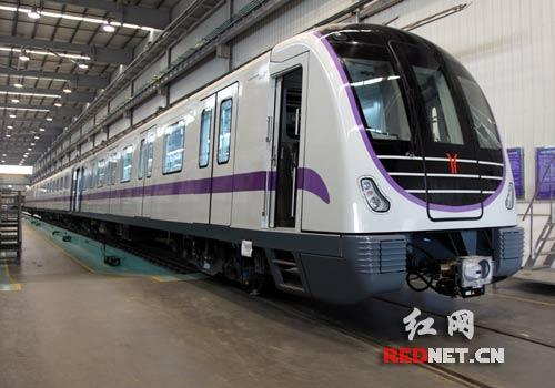 南车株机有关负责人介绍,广州市轨道交通二,八号线延长线车辆每列地铁