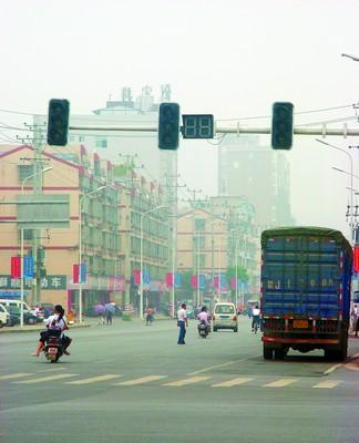 十字路口红绿灯不亮 交警支队:供电手续正在办理