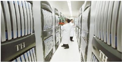 科研人员调试系统硬件。本版照片均为何书远摄