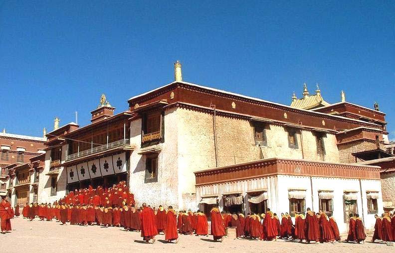 (强巴林寺是藏东地区的第一大寺)