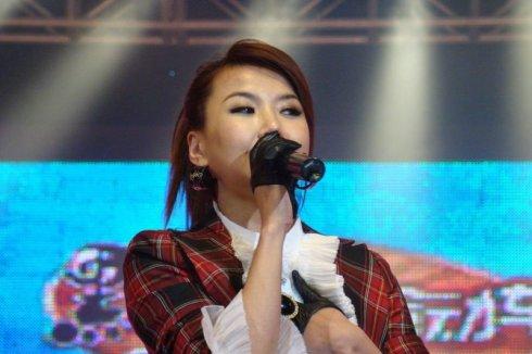 王蓉/这是王蓉整容后首次公演的现场照片没有任何ps