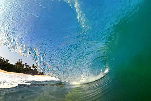 海浪拍击夏威夷海滩瞬间形成的绝美画面 - 山人 - zw1210.good的博客