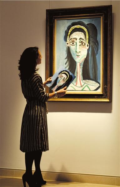 画家巴勃罗·毕加索画作《女人头像(杰奎琳)》.这幅人像画作高清图片
