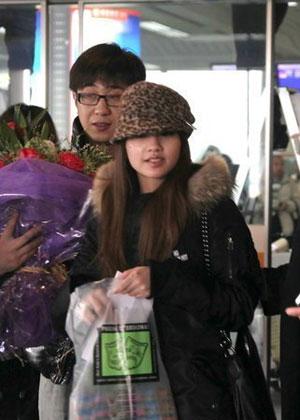 杨丞琳/杨丞琳捧粉丝送的玫瑰