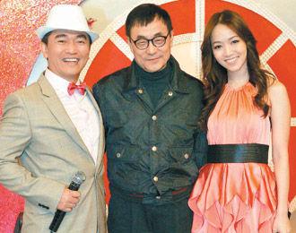 侯佩岑/侯佩岑(右)日前为节目录影与刘家昌(中)合照。