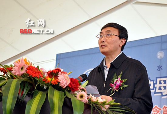省政府副省长徐明华在活动上讲话。