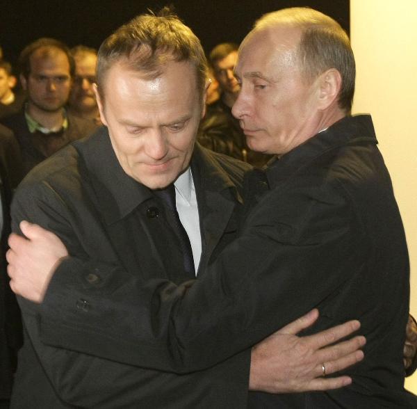 图斯克/4月10日,在俄罗斯斯摩棱斯克的波兰总统专机失事现场,俄罗斯...