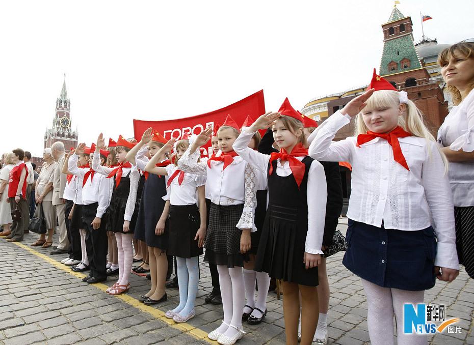 莫斯科红场举办少先队员入队仪式