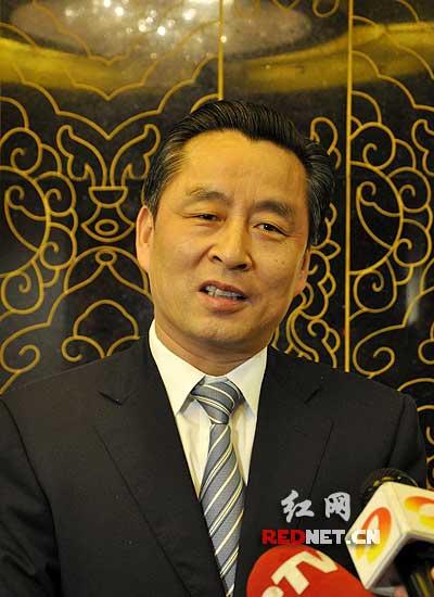 """郴州市委书记戴道晋认为郴州""""如果奋力一跳,还可以摘得桃子""""。"""