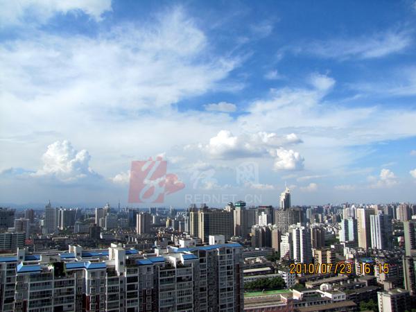 100米高空俯视烈日照耀下的长沙城