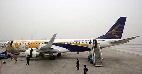 190型喷气式飞机亮相北京首都国际机场