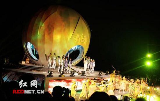 张家界举行风景时尚秀(图) - www.weike100.com - 月光下的狐仙