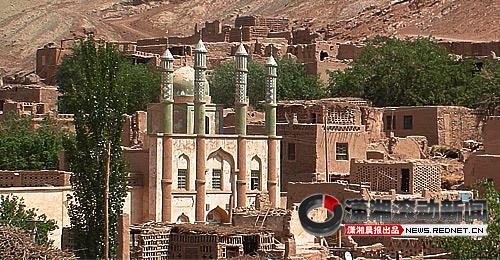 民谣歌手洪启:只要行走在新疆,每一条都是回乡之路; 皖南民居手抄报图片