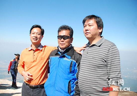 到幕阜山体验勇敢者游戏 滑翔伞运动成平江旅游亮点