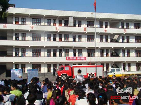高中生学校消防安全展板