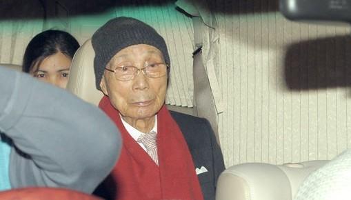 邵逸夫低调过103岁生日 现身精神爽朗
