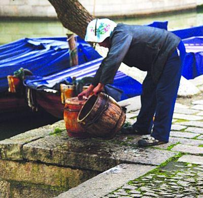 亿改造全城老式马桶