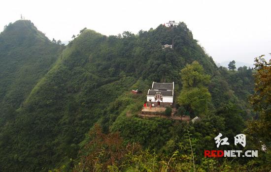 该县天硚山风景区于日前顺利通过湖南省级自然区专家评审小组评审