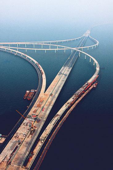 青岛海湾大桥是国道主干线青岛至兰州高速公路