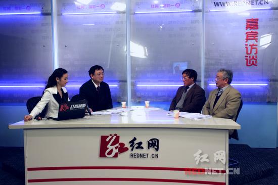 省委宣讲团成员作客红网 与网民畅聊科学发展
