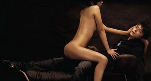 霍建华与女模拍摄的大胆写真