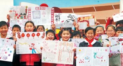 让全市的中小学生在参加扎灯笼,剪窗花,写春联,画年画,贴福字等活动中