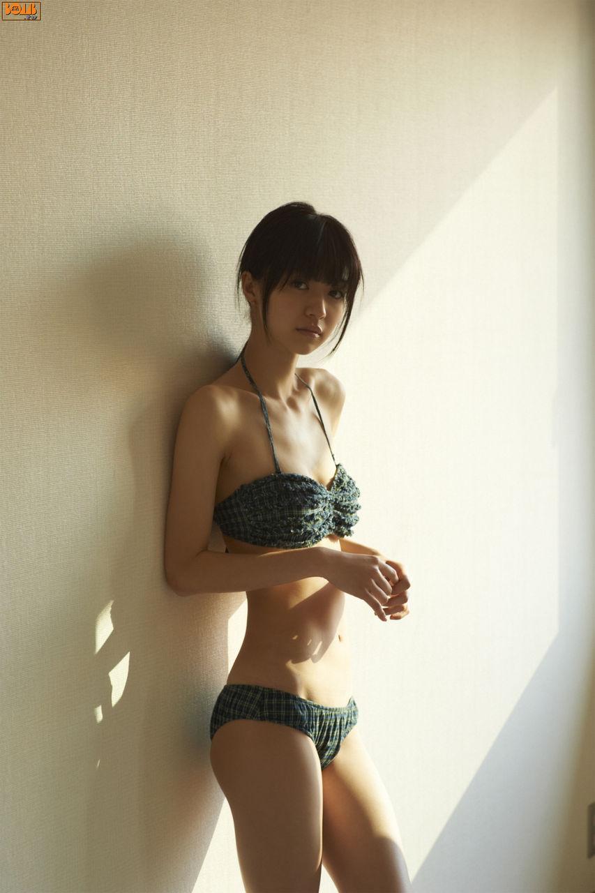 [美女] 性感美女藤井莉娜全裸演绎出道单曲
