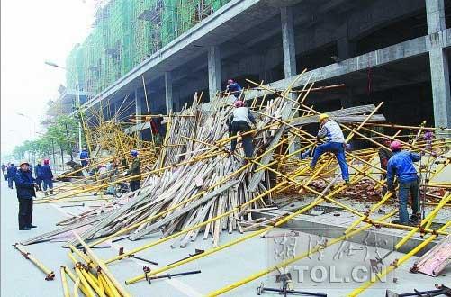 湖南省湘潭市河东霞光中路距宝塔路200米处的一处建筑工地发生脚手架