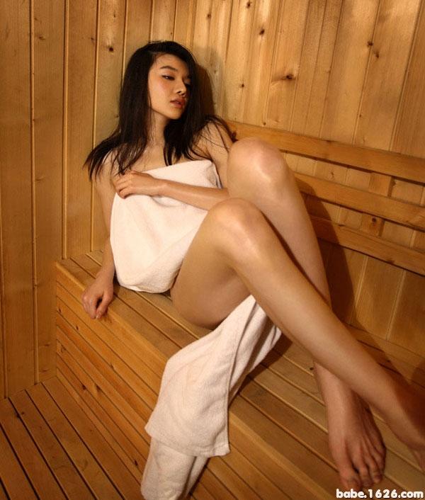 视频北影美女冯丹滢纤长美腿显诱惑