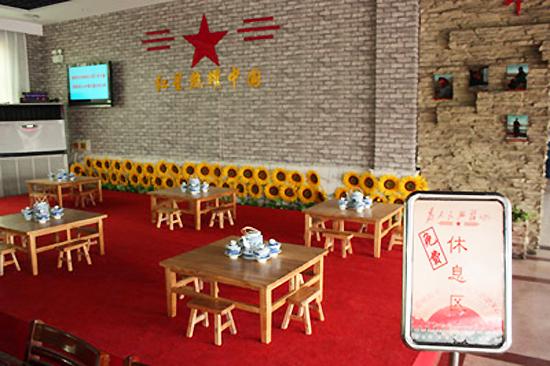 """主题墙体彩绘,毛主席语录以及当年的各种宣传口号,壁画,革命年代的""""忆"""