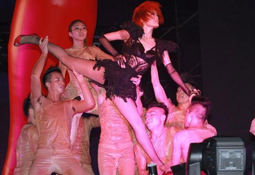 容祖儿广州办演唱穿透视装性感放歌(棉袜)女孩高跟鞋个组图配里白的性感图片