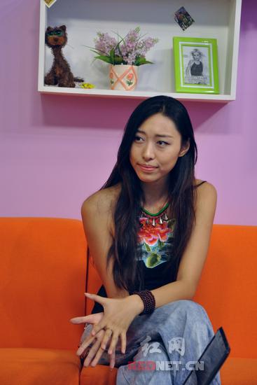 王艺洁称自己不是明星,要做艺术家。
