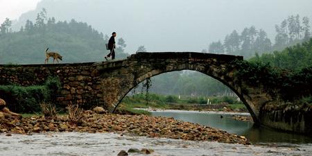 村口的小桥(电影《那山 那人 那狗》里面经典镜头就是此桥) 聂德荣摄
