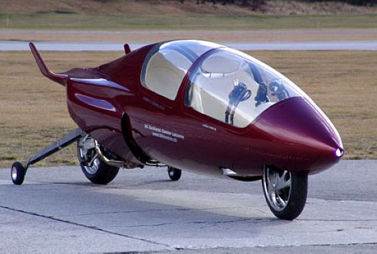 据Acabion公司介绍,他们所研制的交通工具是一种流线型的赛车,看起来像是一种摩托车,采用了喷气式飞机的技术。