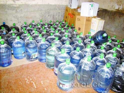 湘乡两家无证桶装水加工厂被查(图)