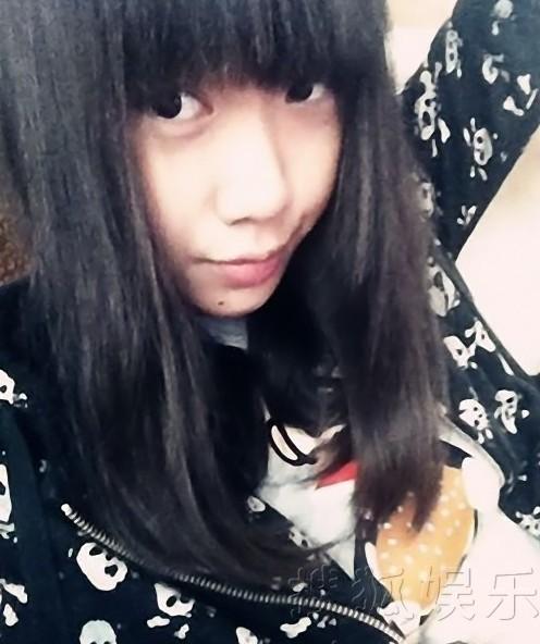 闫妮13岁漂亮女儿自拍近照 美貌程度超母亲